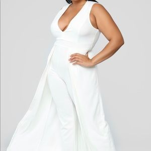 Fashionnova white jumpsuit (sz 3X)